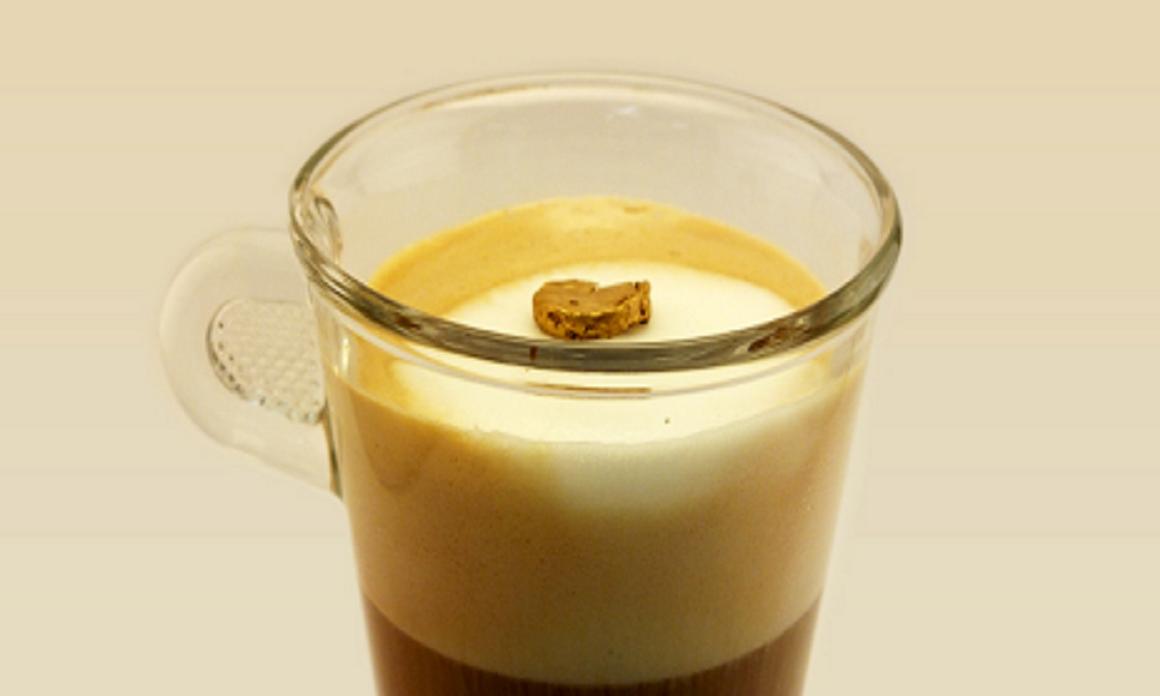 Pepita de aerogel de oro flotando sobre espuma de leche. Imagen: Raffaele Mezzenga. Fuente: ETH Zurich.