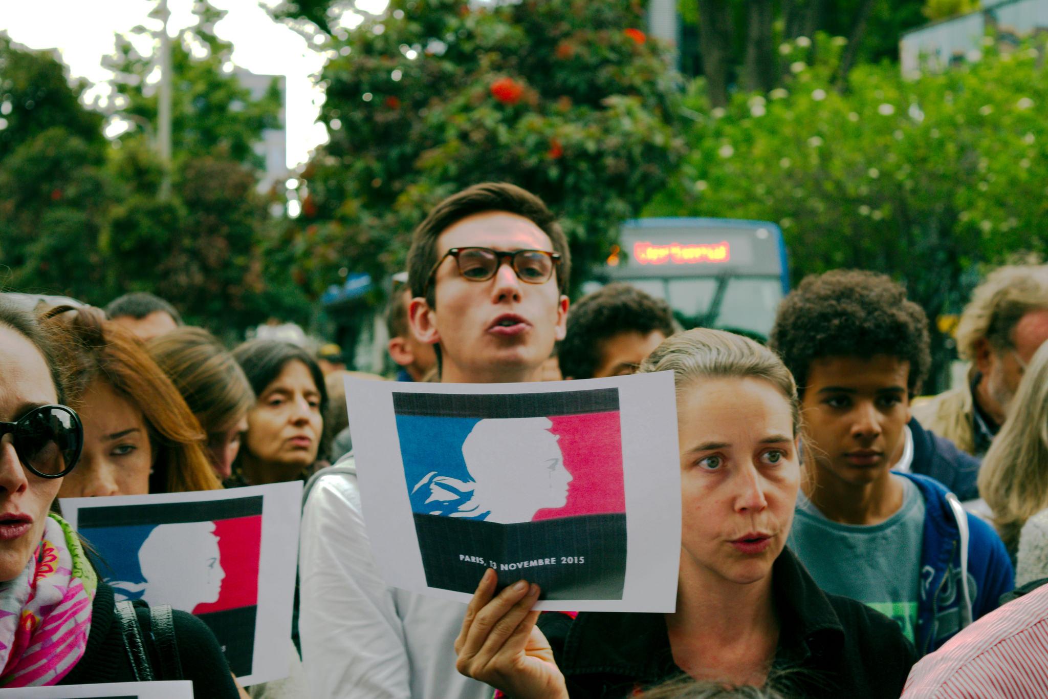 Homenaje en Bogotá a las víctimas de los atentados de París en noviembre 2015. Foto: Léo Tisseau.