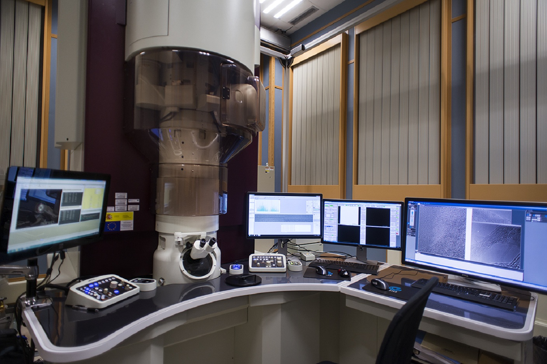 El microscopio. Imagen: Jesús de Miguel. Fuente: UCM.