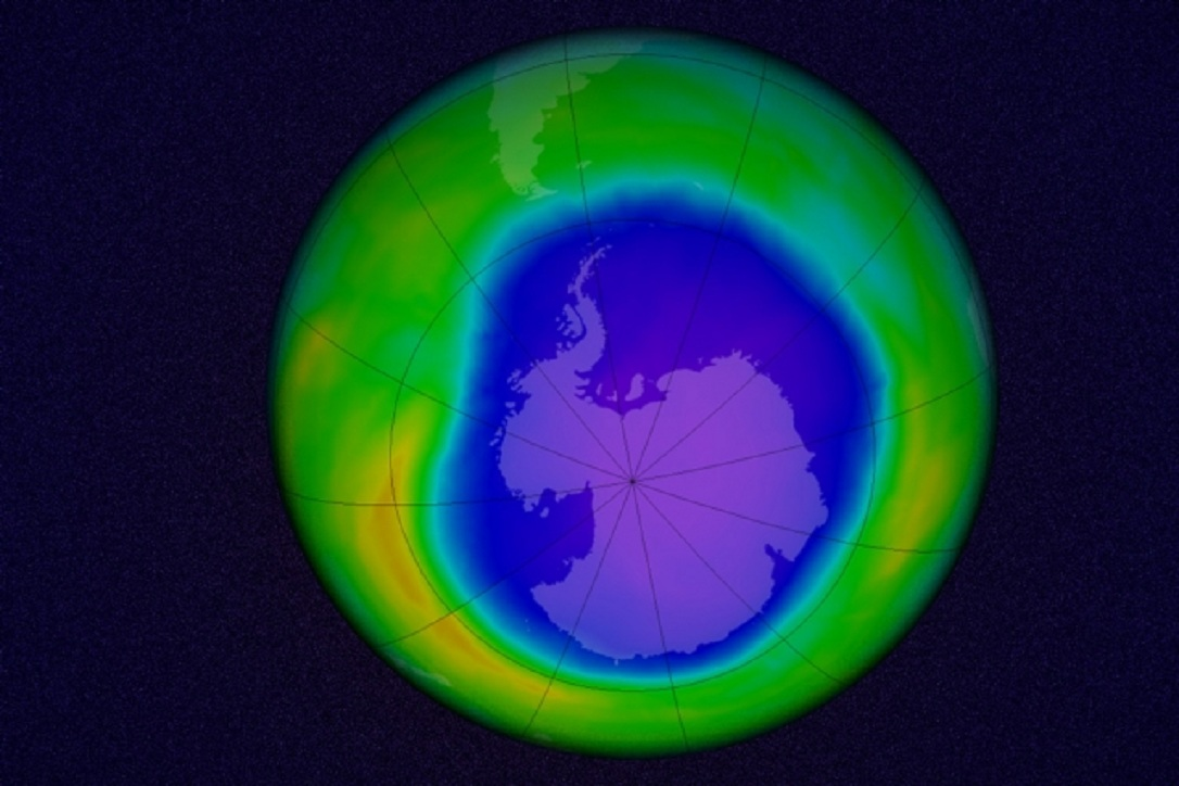 Simulación del agujero de ozono, según datos de octubre de 2015. Fuente: Centro de Vuelos Espaciales Goddard de la NASA/MIT News.