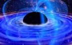 El espacio tiempo se distorsiona junto a los agujeros negros
