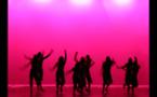 Personas de todo el mundo bailan al mismo ritmo