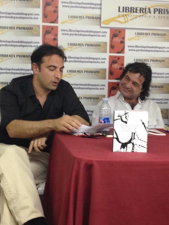 Complicidad entre David Eloy y Arturo Borra. 12 de junio de 2014. Librería Primado