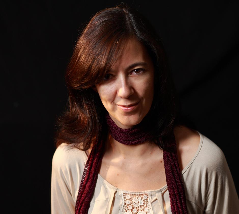 CAZA CON HURONES (Icaria, 2013), de ESTHER RAMÓN: DESACATO